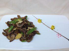 小炒牛肝菌
