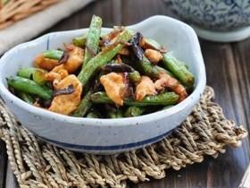 芽菜扁豆炒鸡片