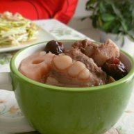 红枣莲藕排骨汤