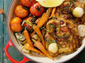 卡真烤鸡腿肉和蔬菜