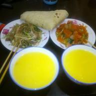 晚餐:葱拌元帅头,胡萝卜炒白菜,烙馍,玉米粥(山西产的玉米)