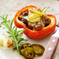 黑醋蘑菇和意式香肠填彩椒