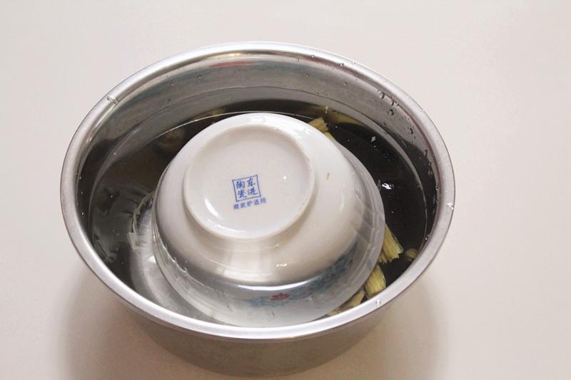 凉拌芹菜腐竹的做法和步骤第3张图