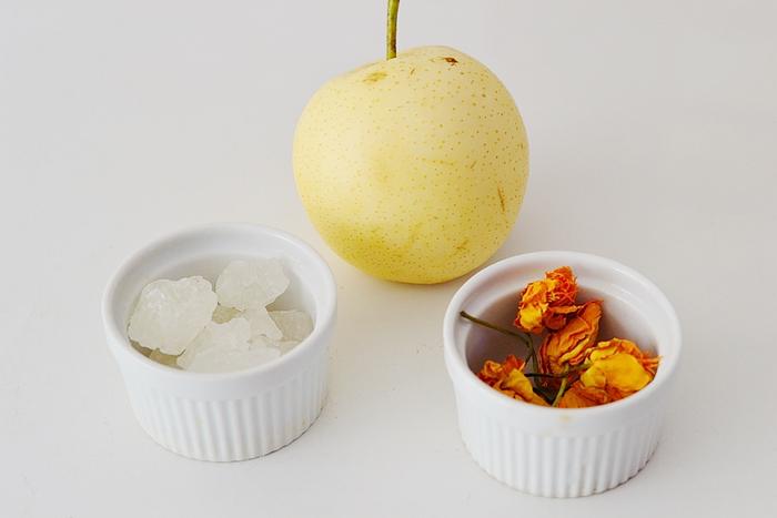 金莲花炖梨的做法和步骤第1张图