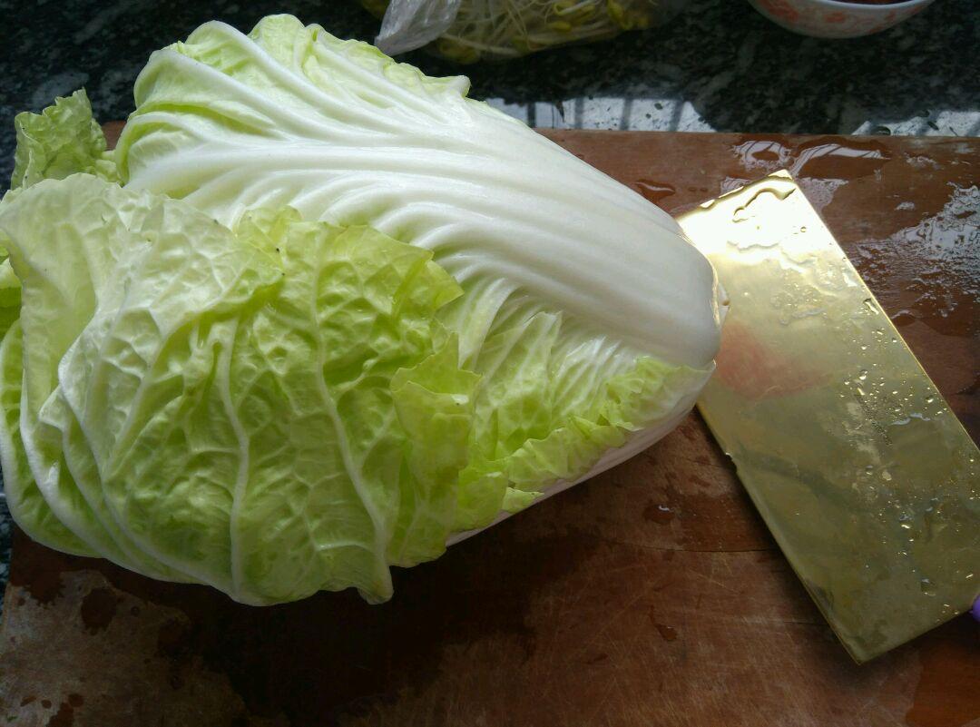 白菜包肉的做法和步骤第1张图