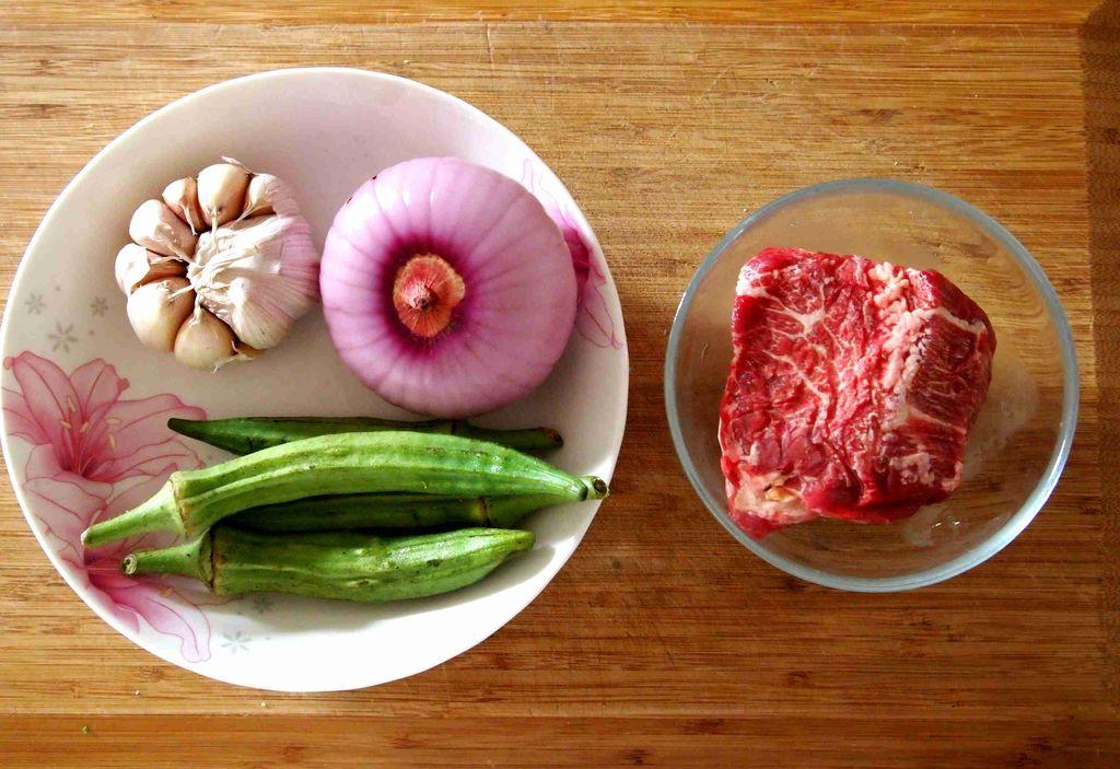 蒜香秋葵牛肉粒的做法和步骤第1张图