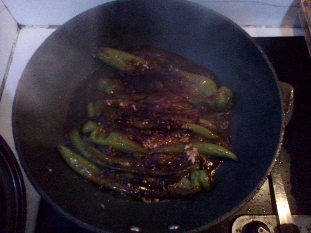 油焖尖椒的做法和步骤第3张图
