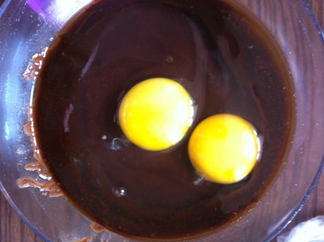 巧克力熔岩蛋糕的做法和步骤第3张图