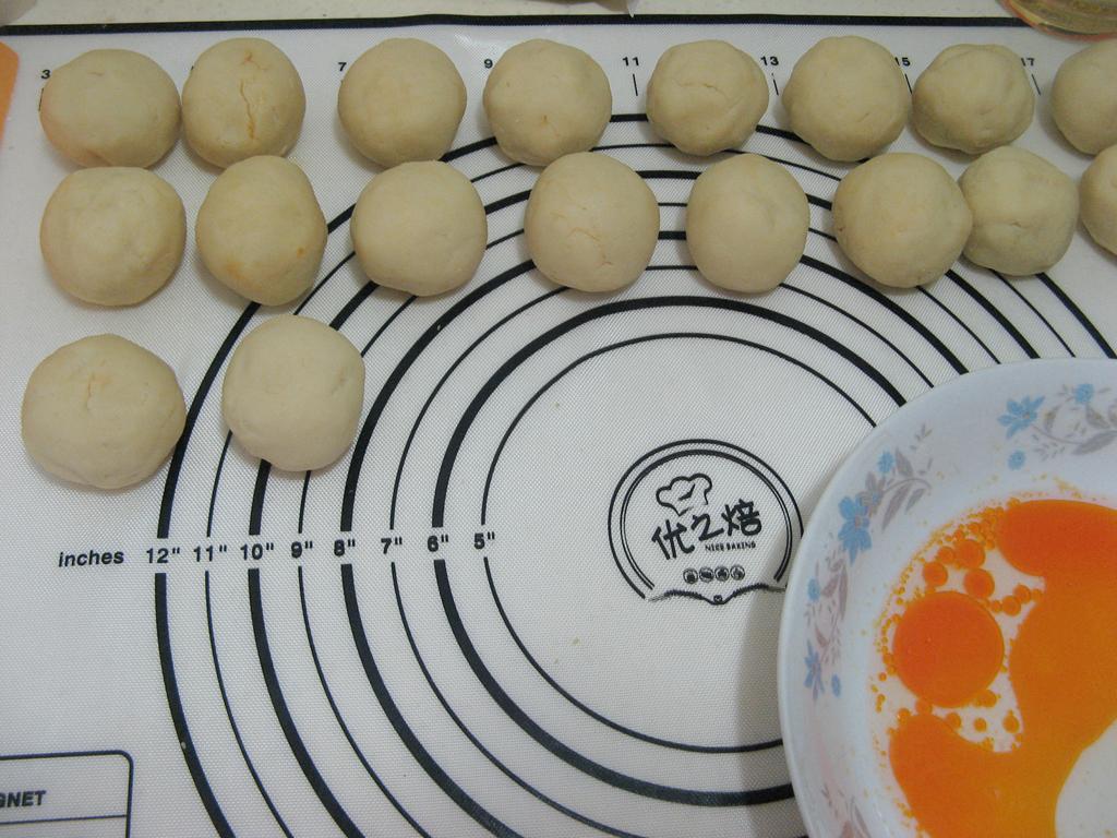 莲蓉咸蛋黄月饼的做法和步骤第11张图