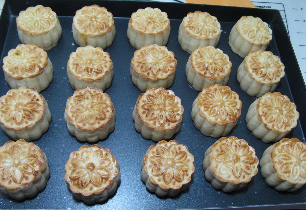 莲蓉咸蛋黄月饼的做法和步骤第23张图