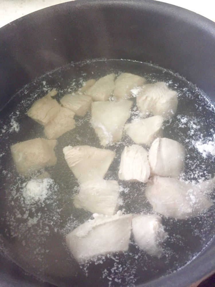 宝宝辅食:牛油果鸡肉泥(适合7个月以上的宝宝)的做法和步骤第3张图