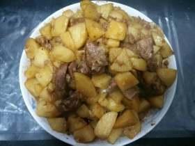 大盘红烧羊肉烩土豆