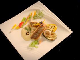 白黄油煎鲈鱼