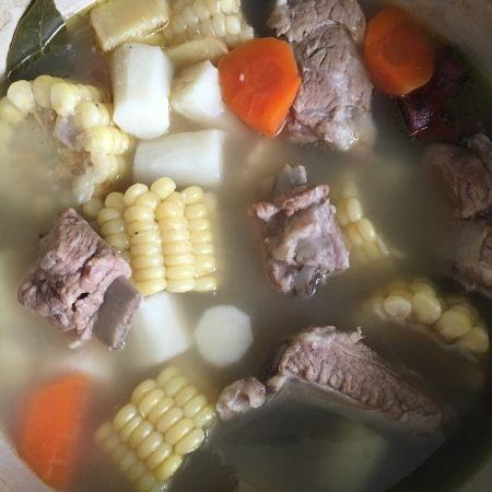 山药玉米胡萝卜排骨汤