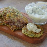 西葫芦塌饼的新吃法,附送清新希腊酸奶黄瓜酱秘方