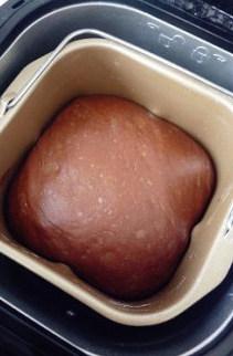 【可可果仁面包卷】,然后让面团发酵至原来的两倍大。