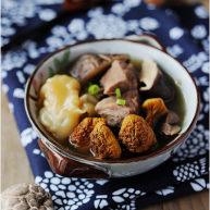 煲一碗由内而外焕发的美【菌菇花胶牛肉汤】