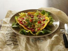 10分钟清新午餐——樱桃番茄火腿蛋饼沙拉