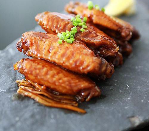 快手家宴菜 一招搞定好吃鸡翅——【可乐姜焖鸡翅】