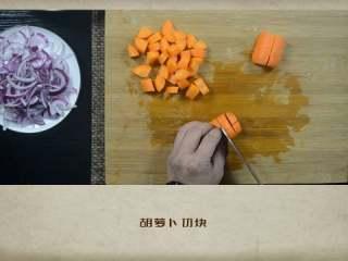 干贝罗宋汤,胡萝卜切块