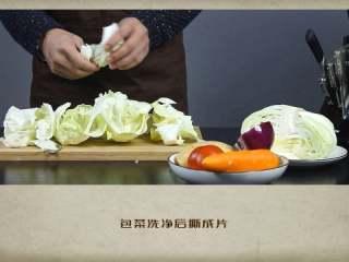 干贝罗宋汤,包菜洗净后撕成片