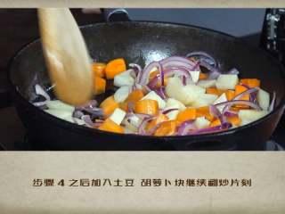 干贝罗宋汤,之后加入土豆、胡萝卜块继续翻炒片刻