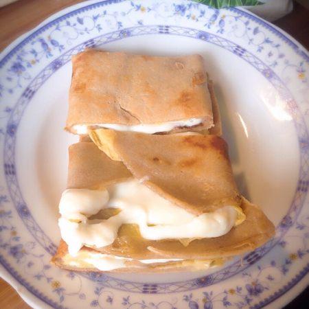 拉丝奶酪鸡蛋卷饼