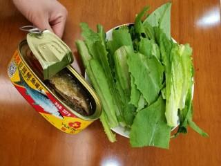 豆豉鲮鱼油麦菜,准备材料,如图,豆豉鲮鱼罐头超市都有卖