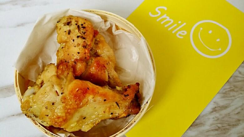 烤香草鸡翅—有着香料的香气又不感到油腻