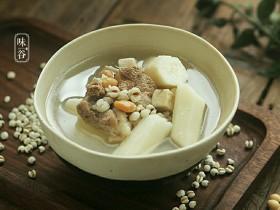 健脾祛湿的淮山薏米猪骨汤