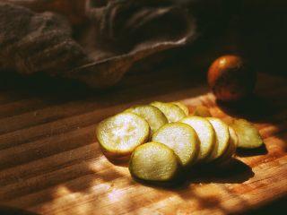 春日小清新之 香橙煎鸡肉,金桔也切成片