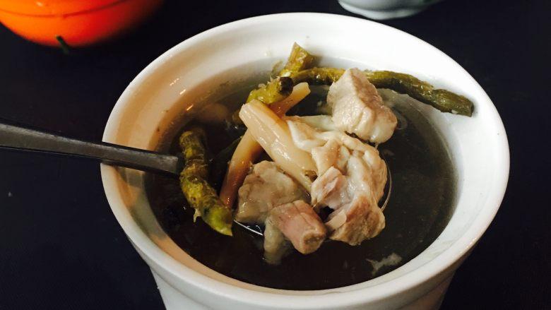 鱼肚瘦肉枫斗汤