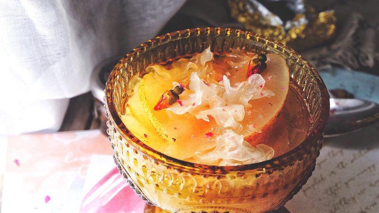 清热养颜的 皂角米银耳雪梨汤