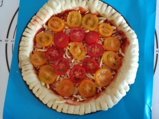 圣女果披萨,放上一层圣女果