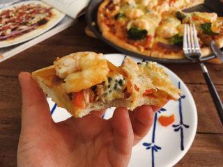 大虾披萨,料很足哦。