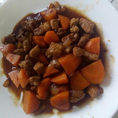 胡萝卜炖猪肉
