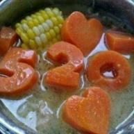 爱心萝卜玉米仔排煲