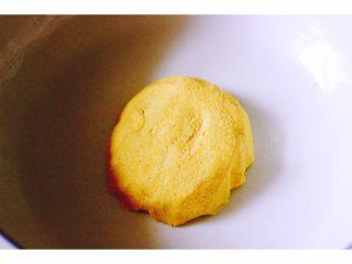 金玉窝窝头+虾酱鸡蛋小炒,和好的面团必须至少醒发半个小时左右……