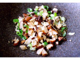 金玉窝窝头+虾酱鸡蛋小炒,加入花菇煸炒出香味……