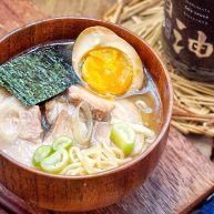 日式叉烧拉面配溏心蛋