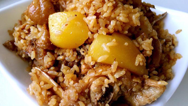 土豆鸡块焖饭