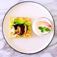 鸡蛋青菜蘑菇三明治,蜜桃奶昔