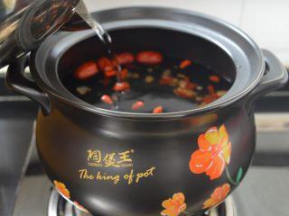 西洋参炖鸡汤,放入足量的纯净水