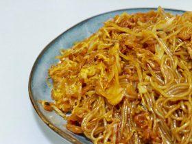 东北菜代表—渍菜粉 (又名酸菜炒粉条)