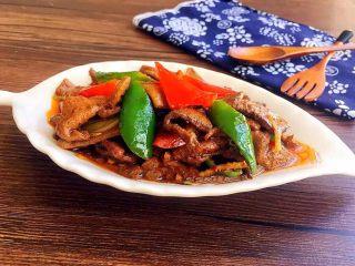 爆炒猪肝,不习惯吃辣的,可以不放辣椒、豆瓣酱,改放大葱段一起爆炒,一样美味哦!