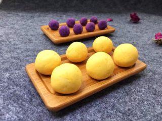 紫薯南瓜椰蓉球,搓好待用