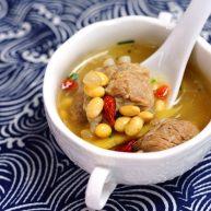 让汤汁更易吸收——黄豆炖排骨