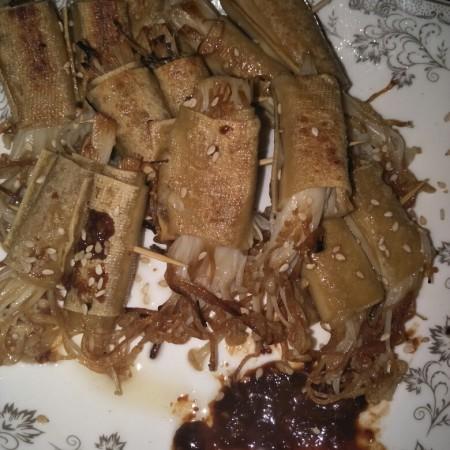 豆腐皮金针菇卷