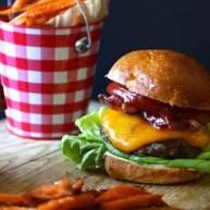 鲜味培根生菜番茄三明治奶酪汉堡
