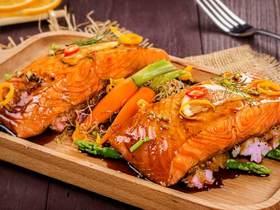 智利三文鱼配香芋泥与芦笋